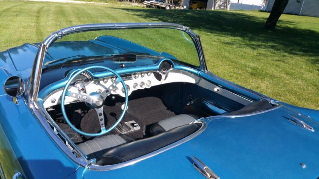 1957 chevy corvette convertible 283 283hp 4 speed manual blue white soft top for sale. Black Bedroom Furniture Sets. Home Design Ideas