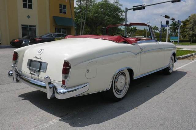 1959 mercedes benz 220 s convertible white red leather for Mercedes benz red convertible