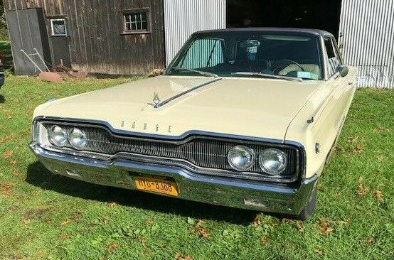1966 DODGE MONACO 500 - 383 Engine - Pale Yellow w Black Top
