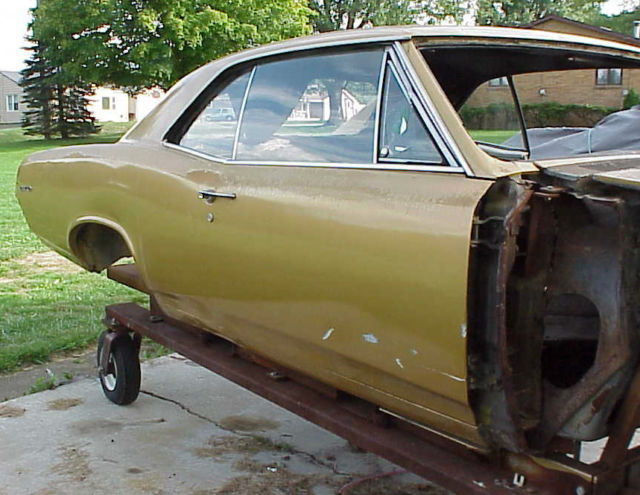 1967 PONTIAC GTO COUPE PROJECT GOOD TITLE AND LEMANS PARTS BODY