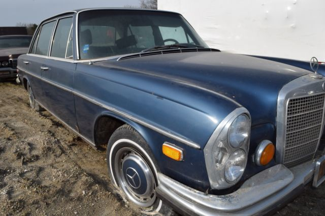 1972 mercedes benz 280 sel 4 5 25 yr old stored barn find for Mercedes benz classic car parts