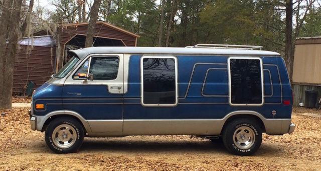 1978 Dodge Tradesman B200 Van - Custom survivor boogie van