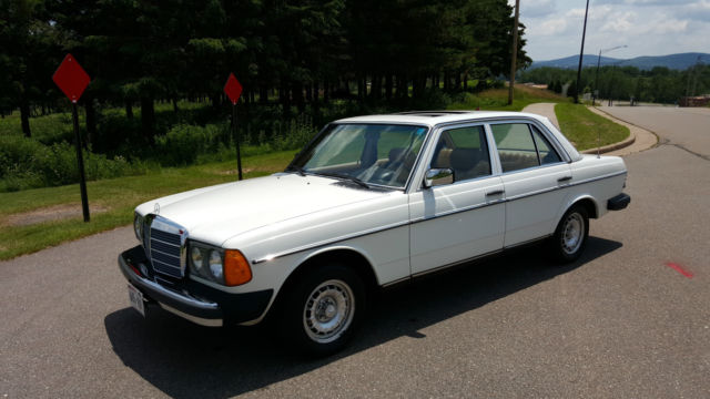 1980 Mercedes Benz 300d W123 Beautiful Condition New Paint No Rust