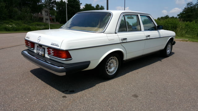 1980 Mercedes Benz 300D W123 Beautiful condition New Paint