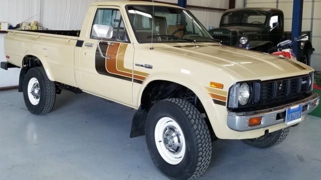 1980 Toyota truck longbed 4x4 20r 4 speed 130,500 miles for