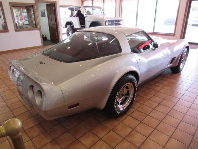 1981 chevy corvette stingray in silver red leather 60 for Motor mile auto sales