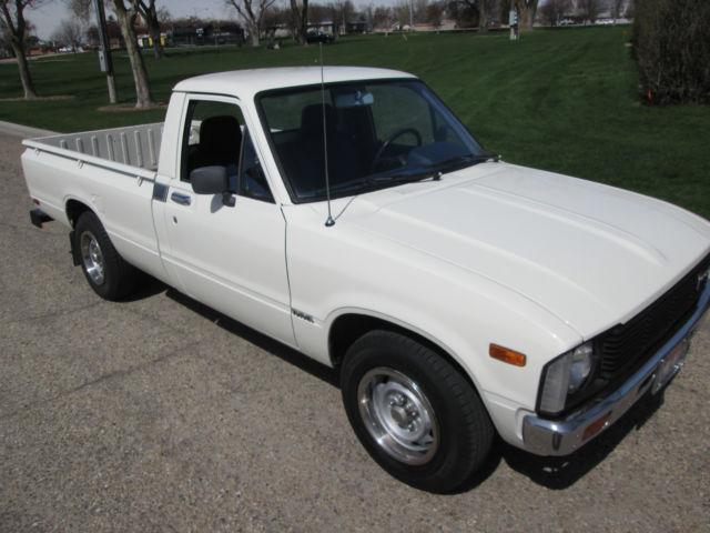 1982 toyota pickup sr5 standard cab pickup 2 door 2 4l for. Black Bedroom Furniture Sets. Home Design Ideas