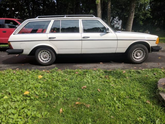 1982 white mercedes benz 300 td wagon turbo diesel 300 for Mercedes benz diesel wagon for sale