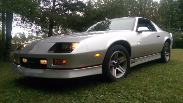 1985 camaro z28 iroc z 5 speed rare silver low miles same as trans am gta for sale. Black Bedroom Furniture Sets. Home Design Ideas