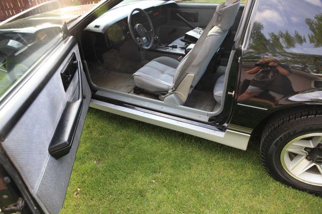 1985 Chevrolet Camaro Z28 ONE OWNER T-Tops - 305 TPI for