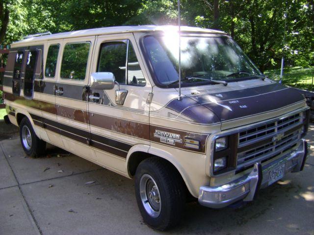 1507a57775 1985 Chevrolet G20 Conversion Van     Lots of Extra