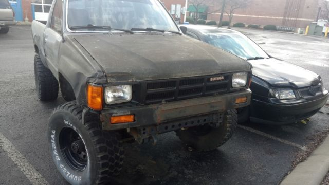 1985 toyota pickup hilux 22r 4x4 front straight axle needs engine nr for sale toyota. Black Bedroom Furniture Sets. Home Design Ideas
