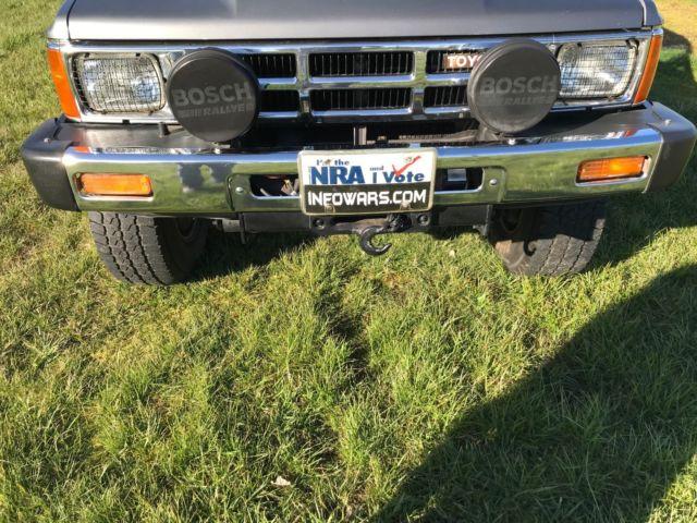 1985 TOYOTA SR5 4X4 LOW MILES RARE solid front axle Original