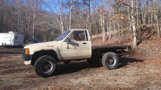 1986 toyota pickup truck 22r flat bed 4 cylinder 5 speed 4x4 no reserve for sale toyota. Black Bedroom Furniture Sets. Home Design Ideas