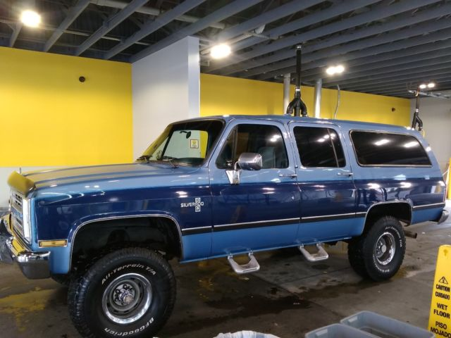 1987 Chevrolet Suburban Silverado 4x4 All Power Options