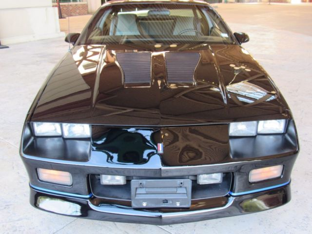 1988 iroc camaro hard top auto ice cold a c nice driving for Schroeder motors st charles