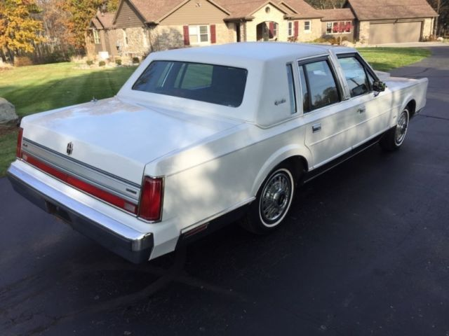 1988 lincoln town car signature series only 13 648 actual miles 302ci 150hp v8 for sale. Black Bedroom Furniture Sets. Home Design Ideas