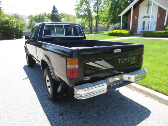 Four Wheel Drive Taxi : Toyota sr extra cab pickup speed four wheel drive
