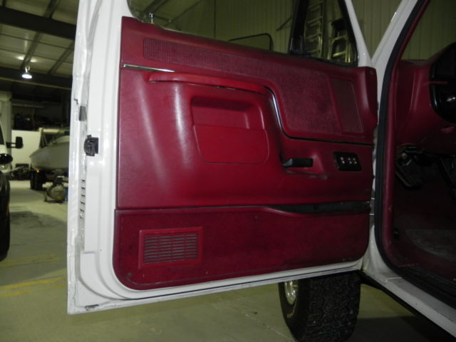 1990 ford bronco xlt 4x4 florida truck rust free white with red interior for sale ford. Black Bedroom Furniture Sets. Home Design Ideas