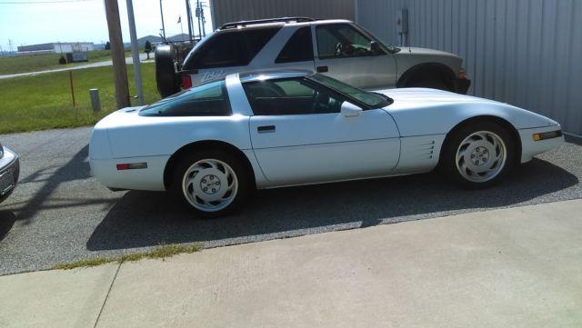 1991Chevy Corvette T-Tops 2 Door RWD White w/Red Interior