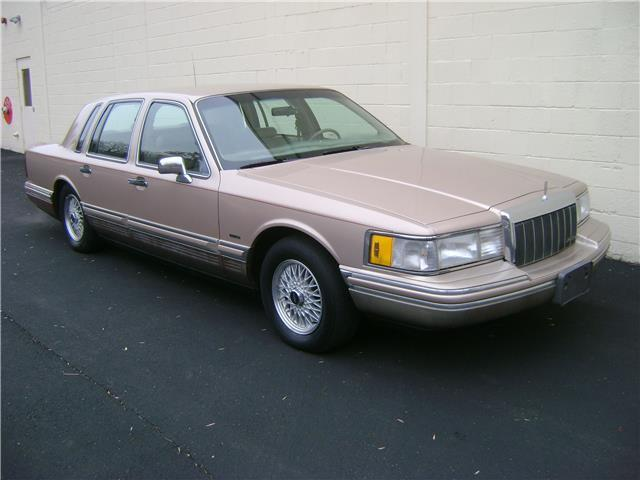 1992 93 94 95 96 97 lincoln town car cartier low miles clean carfax no reserve for sale. Black Bedroom Furniture Sets. Home Design Ideas