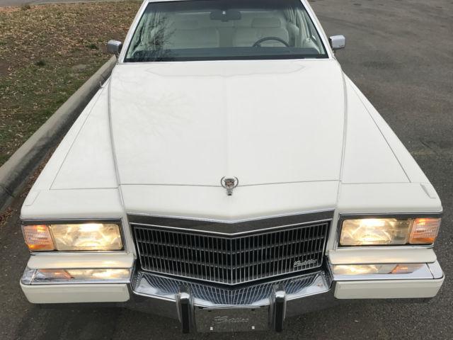 1992 Cadillac Brougham D'Elegance Fleetwood Sedan 4-Door 5