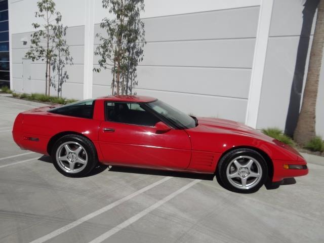 1992 chevrolet corvette 59071 miles red 8 cylinder engine 5 7l 350 6 speed man for sale. Black Bedroom Furniture Sets. Home Design Ideas