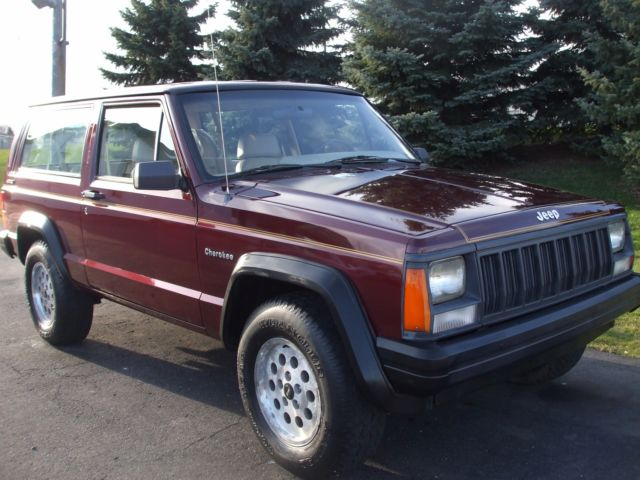1992 Jeep Cherokee Sport 2 Door 4x4 Classic 4.0 HIGH OUTPUT 6 CYLINDER   1  OWNER