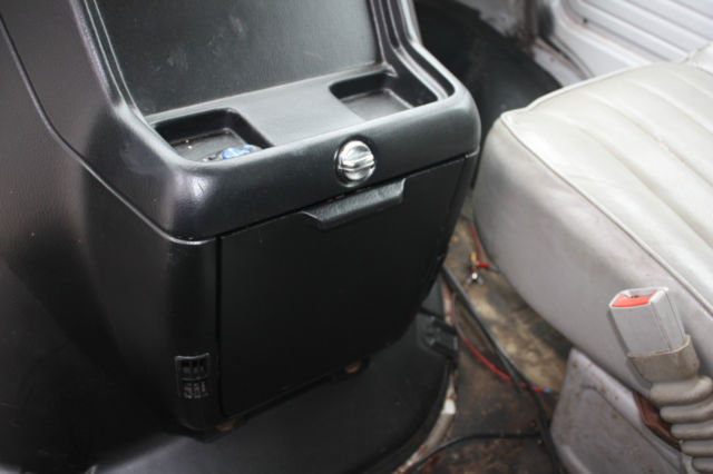 how to remove center console in 2003 gmc sierra autos post. Black Bedroom Furniture Sets. Home Design Ideas