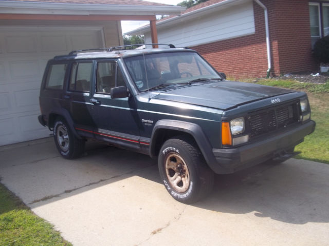1994 jeep cherokee sport working ac 2wd 4 0 a runner that is great for parts for sale jeep. Black Bedroom Furniture Sets. Home Design Ideas