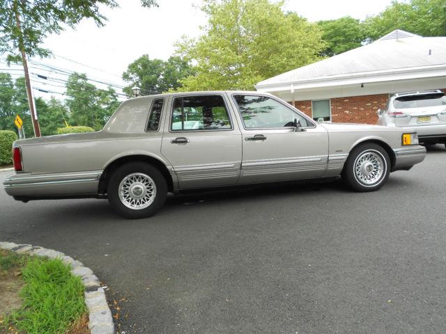 1994 Lincoln Town Car Signature Sedan 4 Door 4 6l For Sale Lincoln