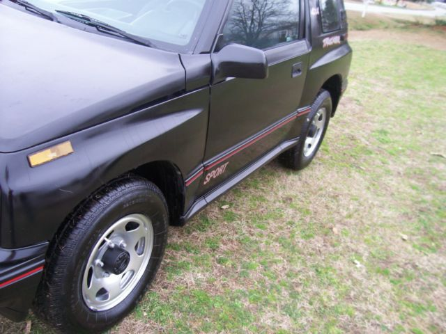 2010 Lamborghini Murcielago Rear Differential Axle Seal Replace in addition F150 Differential Diagram further Quigley 4x4 Diesel Ford Ambulance Econoline E 350 Sportsmobile C er Van 717513 further 344158 1994 Geo Tracker 2 Door Soft Top additionally 43282 98 Tracker Front Auto Hubs Different 3. on geo tracker manual hubs