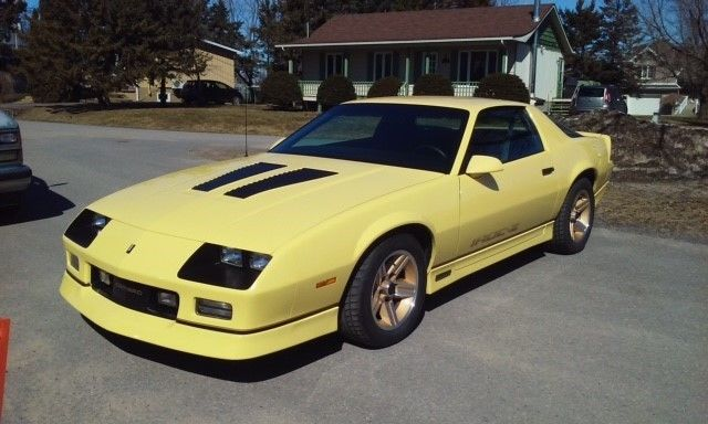 amazing like new 1986 camaro iroc z rare yellow 55 000. Black Bedroom Furniture Sets. Home Design Ideas