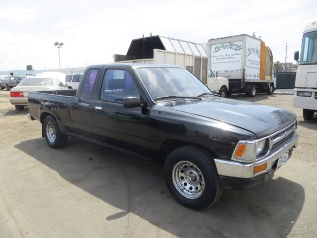 c 1993 toyota pickup deluxe used 2 4l i4 automatic pickup truck no reserve for sale toyota. Black Bedroom Furniture Sets. Home Design Ideas