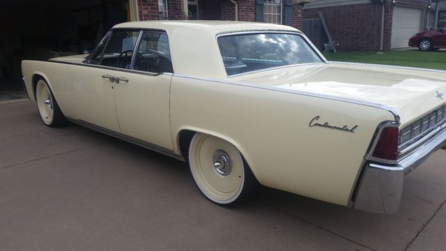 Custom Paint Continental On Air Bags on Lincoln Detroit Steel S