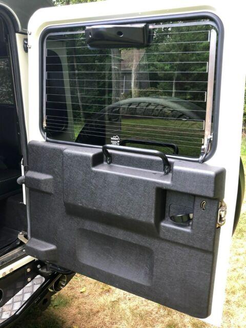 Land Rover Defender 110 LS3 Powered Himalaya Nut & Bolt