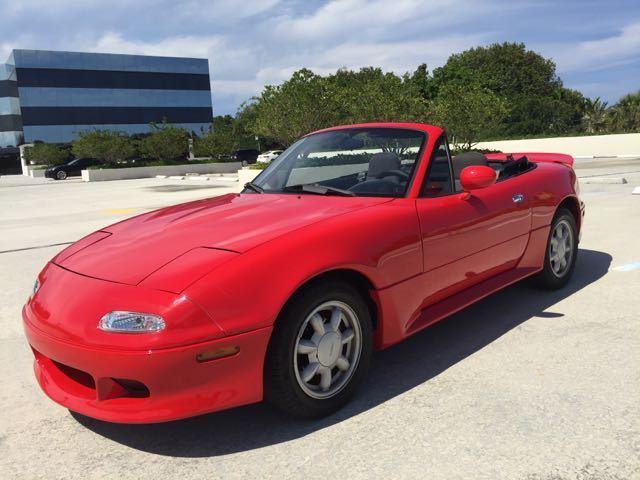Mazda Miata Convertible Showcar 5 Speed Low Miles Garage