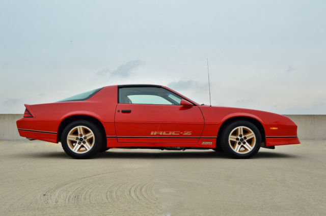 no reserve 1986 iroc z28 1 owner only 2 622 miles. Black Bedroom Furniture Sets. Home Design Ideas