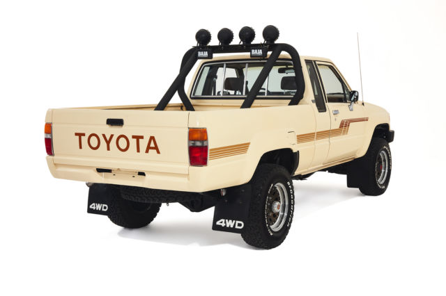 RESTORED 1986 Toyota Tacoma 4x4 1 OWNER TRUCK *** NO RESERVE *** for